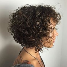 70 Bob Hairstyles: Modern Bob Haircuts For 2019 - Hairstyles Trends Short Layered Curly Hair, Short Curly Hairstyles For Women, Short Natural Curly Hair, Haircuts For Curly Hair, Curly Hair Cuts, Curly Hair Styles, Cool Hairstyles, Bob Haircuts, Hairstyles Pictures
