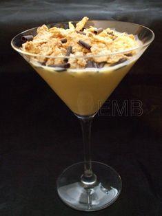 Copas de crema de vainilla y cereales al chocolate  http://enmilbatallas.com/2011/03/01/copas-de-crema-de-vainilla-y-cereales-al-chocolate/