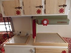Red daisy boler kitchen. Vintage Campers Trailers, Camper Trailers, Travel Trailer Interior, Scamp Trailer, Small Rv, Tiny Camper, Camper Makeover, Rv Living, Go Camping
