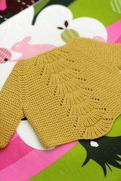 (billedet er lånt af forfatteren)… er Camilla babe sweater af Carrie Bostick Hoge …Så simpel og alligevel fuld af detaljer, og så er den strikket på en pind 4,5What's not to like?…