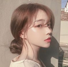 Image about girl in 𝒖𝒍𝒛𝒛𝒂𝒏𝒈 𝒈𝒊𝒓𝒍𝒔 by 𝑗𝑜𝑟𝑑𝑎𝑛 on We Heart It Pretty Korean Girls, Cute Korean Girl, Cute Asian Girls, Korean Make Up, Pretty Asian, Korean Art, Mode Ulzzang, Ulzzang Korean Girl, Ulzzang Hair