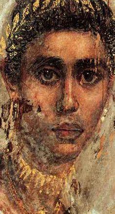 """Πορτραίτο κοπέλας από τη Σακάρα, τη νεκρόπολη της Μέμφιδας, εγκαυστική σε ξύλο. Περίοδος Αντωνίνων (αρχές), 138 -161 μ.Χ. Η ικανότητα των ζωγράφων να αποδώσουν τη φύση φτάνει στο αποκορύφωμά της. Η κοπέλα έχει ζωγραφιστεί με τέτοιο τρόπο ώστε να δίδει την εντύπωση πως είναι ζωντανή, πως μέσα στη λεπτή ξερή """"πάστα"""" πάλλεται μία ανθρώπινη ψυχή. Βρεταννικό Μουσείο"""