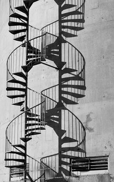 The spiraling staircase provides an interesting alternative to spirals. Actually, the staircase (the one of the right) is a shadow, which requires accurate lighting. Shadow Photography, Abstract Photography, Street Photography, Black White Photos, Black And White Photography, Urbane Fotografie, Ombres Portées, Photo Hacks, Shadow Silhouette