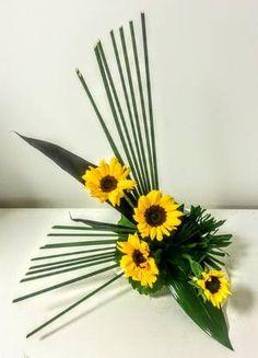 Contemporary Flower Arrangements, Creative Flower Arrangements, Beautiful Flower Arrangements, Floral Arrangements, Beautiful Flowers, Papyrus, Arte Floral, Ikebana, Flower Designs
