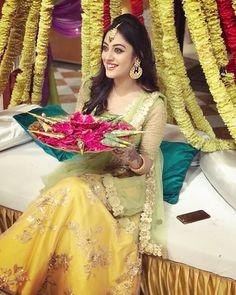Serial actress & after. Pakistani Mehndi Dress, Pakistani Wedding Outfits, Bridal Outfits, Pakistani Dresses, Indian Dresses, Indian Outfits, Bridal Dresses, Mehendi, Mode Bollywood