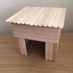 Hamsters need a lot of enrichment. Here you can get creative and make a variety of different toys and decorations. Diy Hamster House, Hamster Bin Cage, Hamster Life, Hamster Habitat, Hamster Toys, Baby Hamster, Diy Rodent Toys, Cool Hamster Cages, Hamster Stuff
