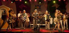 FORRO - Dança típica brasileira, musica tocada com um Trio  com a sanfona (acordeão), triangulo e zabumba. Tem suas raízes no Nordeste do Brasil.  LINING - Typical Brazilian Dance Music played with a Trio with accordion (accordion), triangle and zabumba. Has its roots in northeastern Brazil