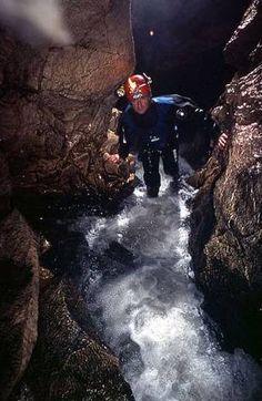Inaintarea prin cursul subteran de la Pestera cu Oase Romania, Mountains, Nature, Travel, Naturaleza, Viajes, Destinations, Traveling, Trips