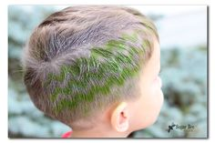 Hair Stenciling - Sugar Bee Crafts Sugar Bee Crafts: sewing, recipes, crafts, photo tips, and more! Carnival Hairstyles, Party Hairstyles, Crazy Hair Day Boy, Hair Stenciling, Apron Tutorial, Candy Hair, Temporary Hair Color, Bee Crafts, Hair Tattoos