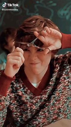 Stranger Things Actors, Bobby Brown Stranger Things, Stranger Things Aesthetic, Stranger Things Funny, Stranger Things Netflix, Aesthetic Movies, Aesthetic Videos, Funny Umbrella, Enola Holmes