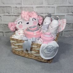 baby girl gift basket, new mom gift, baby shower girl, baby shower gift, new baby gift by EdiesLegacy on Etsy - Baby Cakes and Lollipops - Canasta Para Baby Shower, Regalo Baby Shower, Deco Baby Shower, Cute Baby Shower Gifts, Girl Shower, Baby Girl Gift Baskets, Baby Shower Gift Basket, Baby Girl Gifts, Basket Gift