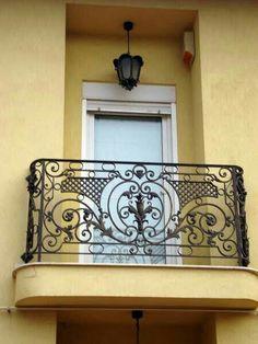 Wrought Iron Staircase, Iron Stair Railing, Wrought Iron Decor, Steel Railing, Staircase Railings, Steel Gate Design, Iron Gate Design, Balcon Juliette, Iron Window Grill
