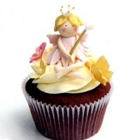 Love these cupcakes for a little girls fairy party Royal Cupcakes, Fairy Cupcakes, Elegant Cupcakes, Kid Cupcakes, Beautiful Cupcakes, Yummy Cupcakes, Cupcakes Design, Pretty Cupcakes, Princess Cupcake Toppers