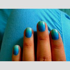 A Pinners nails....My Ombré blue nails!