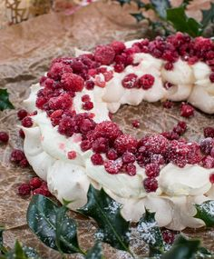 Pavlova, Christmas Time, Christmas Wreaths, Blackberry, Sweets, Fruit, Holiday Decor, Desserts, Food