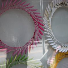 The latest tips and news on Plastic Spoon Wreath are on POPSUGAR Home. On POPSUGAR Home you will find everything you need on home dŽcor, garden and Plastic Spoon Wreath. Wreath Crafts, Diy Wreath, Fun Crafts, Arts And Crafts, Wreath Ideas, Easter Crafts, Plastic Spoon Crafts, Plastic Spoons, Plastic Bags