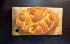 Mi is az a héveknédli? Csak egy sós kalácsszerű tésztából készített kenyérféle, amit a svábok bableves mellé esznek. Ezt ki kell próbálnod. Wok, Bread, Brot, Baking, Breads, Buns