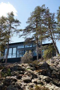 This wooden cottage in Finland is the perfect embodiment of a modern Scandinavian house outside the city. Its dark gray facade with straight lines and ✌Pufikhomes - source of home inspiration