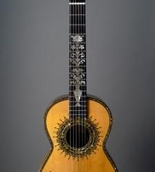 Stunning Boaz baroque guitar at Dream Guitars! http://www.dreamguitars.com/detail/1735-boaz_baroque_1995/#full