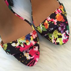 HPFloral Patforms Brand new, Floral platforms. These are super cute and bright. Size 7. NO TRADES ▪️PRICE IS FIRM▪️ Shoes Platforms