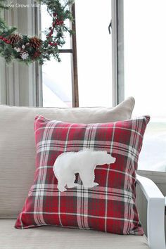 Rustic Holiday Porch Decor Love Grows Wild Take a tour of this warm and cozy rustic porch decorated for the holidays! Great tips for easy and inexpensive decorating! Source by DDSilverPennies Christmas Cushions, Christmas Pillow, Diy Pillows, Custom Pillows, Christmas Decorations For The Home, Holiday Decor, White Decorative Pillows, Rustic Christmas, Plaid Christmas
