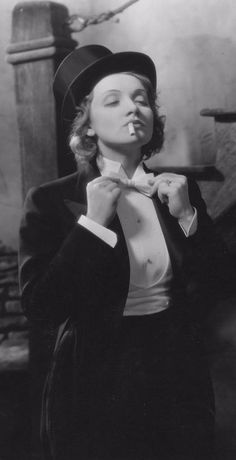 The queen of the androgynous look, Marlene Dietrich, Womens Fashion Casual Summer, Womens Fashion For Work, Fashion Women, Marlene Dietrich Hose, Baggy Jeans Damen, 20th Century Women, Androgynous Look, Androgyny, Vintage Mode