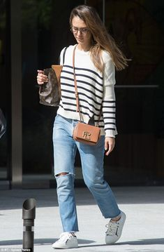 Boss lady:Tuesday, Jessica Alba was spotted leaving her Honest C. office building, looking comfortable in a low-maintenance ensemble with pricey accessories