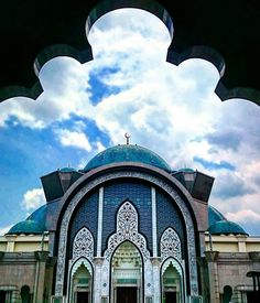 The majestic Masjid Wilayah Persekutuan in Kuala Lumpur Malaysia courtesy of @mohsinmajeed96. This mosque combines Ottoman and Malay architectural styles and it was heavily influenced by the Blue Mosque in Turkey! Tag a friend you'd love to take here! And have a blessed Jumu'ah!! #featurefriday