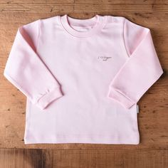 Made from skin-friendly organic cotton Comfortable clothing, no irritating tags or seams Also available in white, blue and natural colour For babies in sizes: months / (…