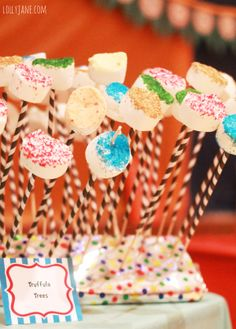 New-Beginnings-Dr-Seuss-decorating-ideas-truffala-trees - jumbo marshmallows dipped in sprinkles on striped straws Dr Seuss Birthday Party, Birthday Diy, First Birthday Parties, First Birthdays, Birthday Ideas, Theme Parties, Dr. Seuss, Mantel Azul, New Beginnings Young Women