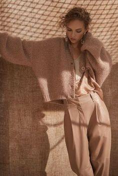 Brunello Cucinelli Milano - Spring Summer 2020 Ready-To-Wear - Shows - Vogue. Fashion Mode, Vogue Fashion, Fashion 2020, Fashion Show, Fashion Outfits, Fashion Art, Fashion Trends, Knitwear Fashion, Knit Fashion