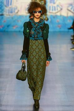 Anna Sui Fall 2017 Ready-to-Wear Fashion Show - Wallette Watson Fashion Week, Fashion 2017, Runway Fashion, High Fashion, Winter Fashion, Fashion Show, Fashion Outfits, Fashion Design, Fashion Trends