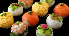 How to make sushi balls More (food plating ideas) Oshi Sushi, Temari Sushi, Sushi Comida, Cute Food, Yummy Food, Tapas, How To Make Sushi, Sushi Art, Food Plating
