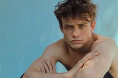 Thomas Doherty Talks Descendants Accents and Girlfriend Dove Cameron Disney Channel, Dove And Thomas, Les Descendants, Cw Series, Book Series, Disney Stars, Dove Cameron, Attractive People, Joseph Morgan