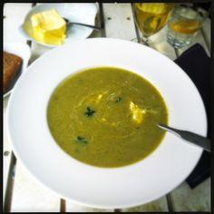 [Vertaal] Met dit koude weer ben ik helemaal van de soepen. Wat verder een bijkomend voordeel is; mijn kids LOVE it! en eten deze groentesoepen dan ook bijzonder goed (wel zo fijn). Ik wordt steeds...
