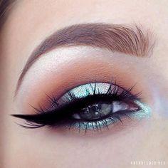 Close up of the Mermaid Halo Eye! ------------------------------------- ___________EYEBROWS: @anastasiabeverlyhills Dipbrow in Soft Brown ___________EYESHADOW: @makeupgeekcosmetics (Peach smoothie, Chikadee & Cocoa Bear) & @nyxcosmetics @nyxcanada Prismatic Eyeshadow in Mermaid ___________EYELINER: @inglot_cosmetics #77 ___________HIGHLIGHTER: @katvondbeauty Metal Crush Eyeshadow in Thunderstruck ___________LASHES: @kokolashes in Goddess
