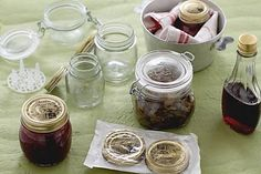 Come sterilizzare i vasetti How To Make Cheese, Kitchen Hacks, Fett, Chutney, Chocolate Fondue, Pickles, Mason Jars, Pudding, Yummy Food