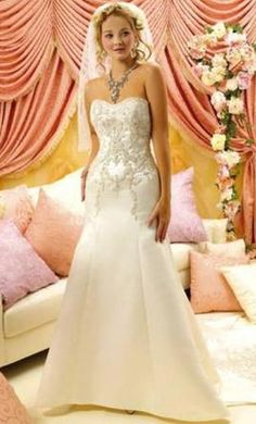 Winnie Couture 8292: buy this dress for a fraction of the salon price on PreOwnedWeddingDresses.com