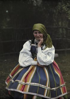 Europe | Portrait of a girl wearing traditional clothes and headscarf, Lowicz, Poland | Hans Hildenbrand #autochrome