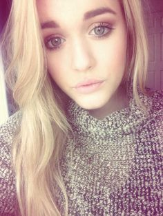 Lottie Tomlinson!... Love her hair and her makeup! Ahhh!