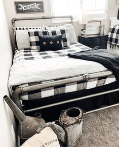 "Is your room due for a ""TUNE UP""? Beddy's has you ""COVERED""! 😘 📷: @thebarnwoodfarmhouse  #zipperbedding #zipyourbed #beddys  #homedecor #boysroom  #boysroomdecor #kidsinterior  #kidsbedroom #kidsbedding #kidsdesign  #bedding #boystuff #boybedding #beddings"