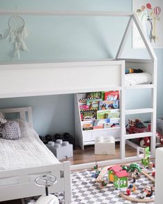 Her you find many different ways to organise the space under the Ikea Kura bed Cama Ikea Kura, Ikea Bunk Bed Hack, Kura Hack, Ikea Kids Bed, Ikea Toddler Bed, Shared Bedrooms, Ikea Bedroom, Girls Bedroom, Kid Beds