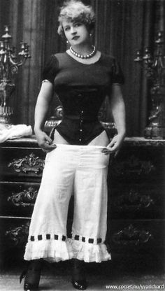 Yva Richard, strange photo of woman in corset removing bloomer pants 20s ?