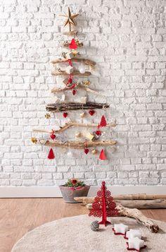 Albero di Natale con rami di legno Xmas Tree, Christmas Trees, Christmas Cards, Merry Christmas, Advent Calendar, Easter, Baby Shower, Holiday Decor, Birthday