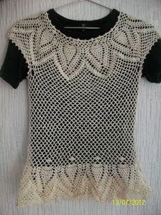 Cream Blouse (Pineapple Motif) Needed: Stainless Steel Hook of Cotton Crochet Thread (color desired) Terms: tog: (Yo. Crochet Tunic, Cotton Crochet, Thread Crochet, Crochet Clothes, Crochet Tops, Crochet Shrugs, Crochet Stitches, Crochet Wedding Dresses, Easy Crochet Patterns