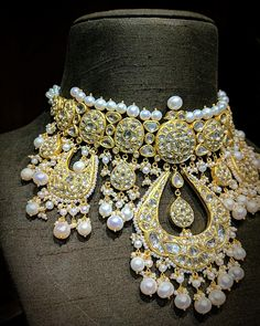 Jewelry Design Earrings, Pearl Jewelry, Jewelry Sets, Gold Jewelry, Indian Wedding Jewelry, Bridal Jewelry, Kundan Set, Polki Sets, Indian Jewellery Design