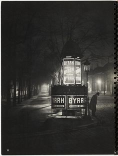 Brassai, Paris de nuit, is such a beautiful,emotional and fitting shot. Brasserie Paris, Great Photos, Old Photos, Street Photography, Art Photography, Night Photography, Brassai, Landscape Photography, Night Skies