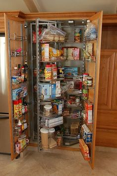 This would be an amazing pantry to have because there isn't a bad spot in there! You can see everything on the | http://kitchendesignsaz857.blogspot.com
