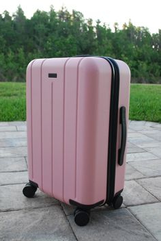 Discover the IT luggage brand every traveller needs to know. The best suitcases for travellers. How to pick the best suitcase. Cute Luggage, Best Luggage, Travel Luggage, Travel Bags, Pink Luggage, Pink Suitcase, Suitcase Decor, Carry On Suitcase, Luggage Brands