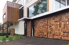Aussie house made from 31 shipping containers - Love the effect on the garage door